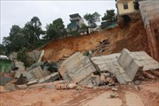Sạt lở kè chắn đất ở Hạ Long, 16 hộ dân phải di dời