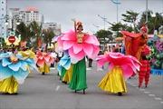 Bờ biển Bãi Cháy sôi động tưng bừng với màn diễu hành Carnaval dịp nghỉ lễ này