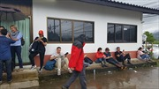 Hồi hộp mong chờ tin tức đầu tiên từ hành trình giải cứu đội bóng Thái Lan
