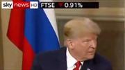 Giữa lúc thượng đỉnh căng thẳng, Tổng thống Trump 'đá lông nheo' với người đồng cấp Nga Putin