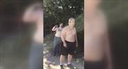 Tranh cãi vì tấm đệm vứt ngay lối đi, hai cha con bắn chết hàng xóm