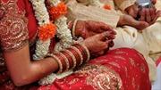 Du lịch cưới hỏi: Cô dâu chú rể bán vé cho khách nước ngoài tới dự hôn lễ