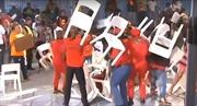 Hỗn chiến bằng ghế giữa các nghị sĩ Nam Phi trên sóng truyền hình