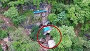 Drone tóm gọn kẻ buôn người trốn truy nã suốt 17 năm trong hang