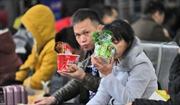 Doanh sốmì ăn liền tăng vọt, phải chăng nền kinh tế Trung Quốc đang đi xuống?