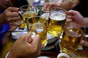 Báo Bloomberg: Doanh số bia của Việt Nam giảm 25% sau khi Nghị định 100/CP được ban hành