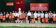 Đồng chí Trần Thanh Mẫn thăm, tặng quà các gia đình chính sách tỉnh Nghệ An