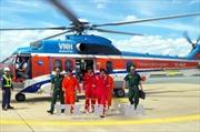 Dùng trực thăng đưa ngư dân bị nạn vào bờ cấp cứu
