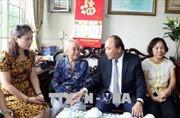 Thủ tướng Nguyễn Xuân Phúc thăm hỏi các gia đình liệt sĩ tại Hà Nội