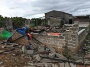 Lốc xoáy tại Cà Mau làm 33 căn nhà sập, tốc mái