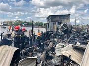 Hỏa hoạn thiêu rụi 5 căn nhà ven chợ nổi Cái Răng, Cần Thơ