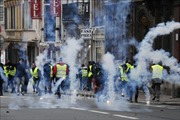 Số người tham gia biểu tình 'Áo vàng'tại Pháp tăng nhanh
