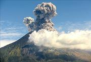 Núi lửa Agung trên đảo Bali lại 'thức giấc', phun cột tro cao 2.000m