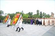 Lãnh đạoTPHồ Chí Minh dâng hương tưởng niệm các anh hùng liệt sĩ