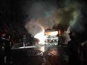 Xe khách giường nằm đang lưu thông thì bốc cháy giữa đêm, trên 30 người thoát nạn