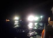 Tàu cá ngư dân mắc cạn vào bãi đá ngầm ở Trường Sa