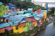 Ngắm ngôi làng cầu vồng ở Indonesia