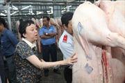 Thành phố Hồ Chí Minh tăng cường kiểm tra giám sát nguồn thịt lợn vận chuyển vào thành phố