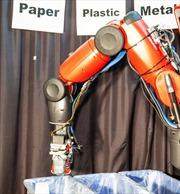 Trung Quốc sử dụng cánh tay robot vũ trụ để phân loại rác
