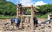 Thanh niên tình nguyện giúp dân bản Sa Ná khắc phục mưa lũ