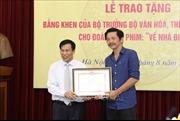 Đoàn làm phim 'Về nhà đi con' nhận bằng khen của Bộ trưởng Bộ Văn hóa, Thể thao và Du lịch