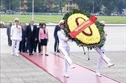 Đoàn đại biểu Đảng Cộng sản Cuba vào Lăng viếng Chủ tịch Hồ Chí Minh
