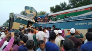 Hai đoàn tàu chạy cùng đường ray rồi đâm nhau, ít nhất 54 người thương vong