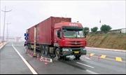Lô hàng đầu tiên thông quan trở lại qua cầu Bắc Luân 2 - cửa khẩu quốc tế Móng Cái
