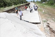 Đê biển Tây ở Cà Mau bị sụt lún nghiêm trọng