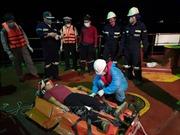 Cứu nạn thuyền viên Philippines bất tỉnh trên biển