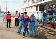Bộ đội Biên phòng Sóc Trăng tiếp nhận thêm 2 thuyền viên Indonesia bị nạn trên biển