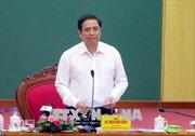 Trưởng ban Tổ chức Trung ương Phạm Minh Chính thăm, tặng quà gia đình chính sách