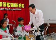 Trao xe đạp, học bổng cho học sinh nghèo Cần Thơ