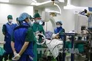Nội soi phế quản ống cứng đặt stent cứu sống bệnh nhân bị suy hô hấp cấp
