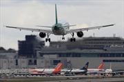 Máy bay không người lái gây rối loạn dịch vụ hàng không tại Anh