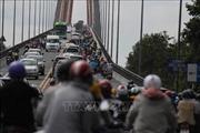 Bến Tre: Lưu lượng xe tăng đột biến, cầu Rạch Miễu ùn tắc giao thông
