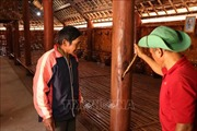 Nhà truyền thống bon Đắk R'Moan mới đưa vào sử dụng đã có dấu hiệu xuống cấp