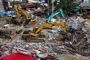 Tòa án Campuchia ra lệnh bắt giữ 4 nghi can liên quan tới vụ sập nhà 7 tầng