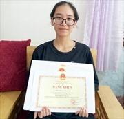Gặp nữ sinh đạt điểm tuyệt đối môn tiếng Anh và chàng thủ khoa 'kép'