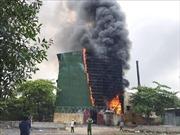 Hàng trăm người nỗ lực dập tắt đám cháy lò luyện thiếc