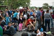 Hàng trăm người phong tỏa cửa khẩu giữa Mexico và Mỹ