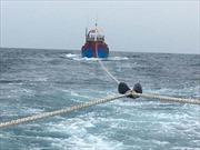 Hải quân cứu tàu cá Phú Yên hỏng máy cùng 6 ngư dân trôi dạt trên biển