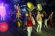 Quảng Ninh: Đặc sắc diễu hành nghệ thuật xiếc đường phố
