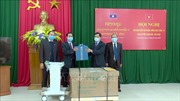 Tặng thiết bị, vật tư y tế cho Công an tỉnh Hủa Phăn - Lào phòng, chống dịch COVID-19