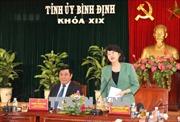 Tặng quà hỗ trợ học sinh và hộ nghèo Bình Định