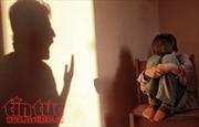Bố đẻ và 'dì ghẻ' lĩnh án tù vì bạo hành con trai