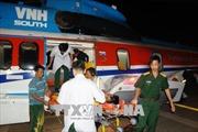 Trực thăng đưa ngư dân bị đột quỵ về đất liền cấp cứu khẩn cấp