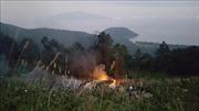 Xe bồn chở dầu rơi xuống vực bốc cháy trên đèo Hải Vân