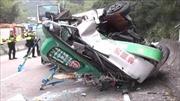 Tai nạn xe buýt thảm khốc khiến 17 người thương vong