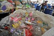 Nhật Bản ngừng phân phát chai nước nhựa tại các hội nghị